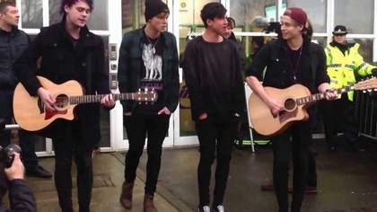 She Looks So Perfect (Acoustic) 5 Second Of Summer